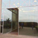 Vidros fixos e portas de abrir em vidro reflecta
